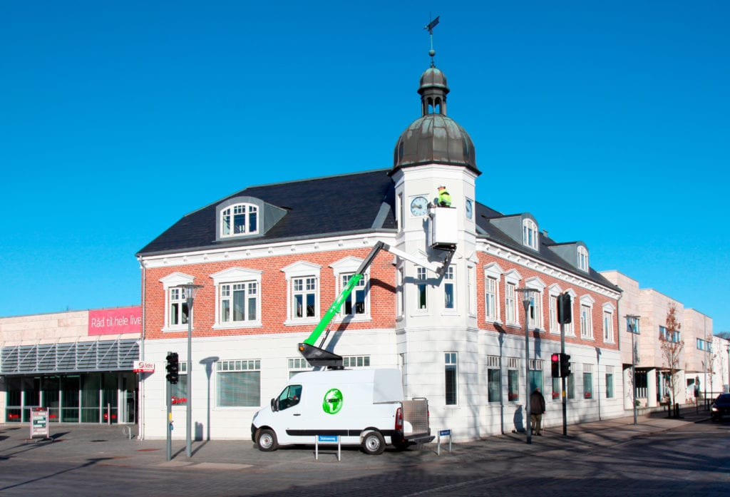 The VTL-120 100% electric lift vehicle from Versalift